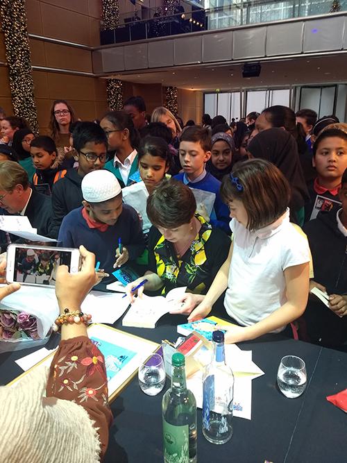 Jo signing
